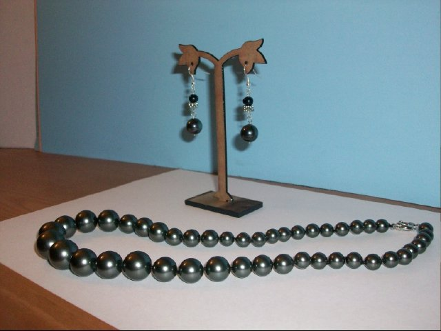 Lovely Gray Black Color Sea Shell Bead Necklace and Earrings Set