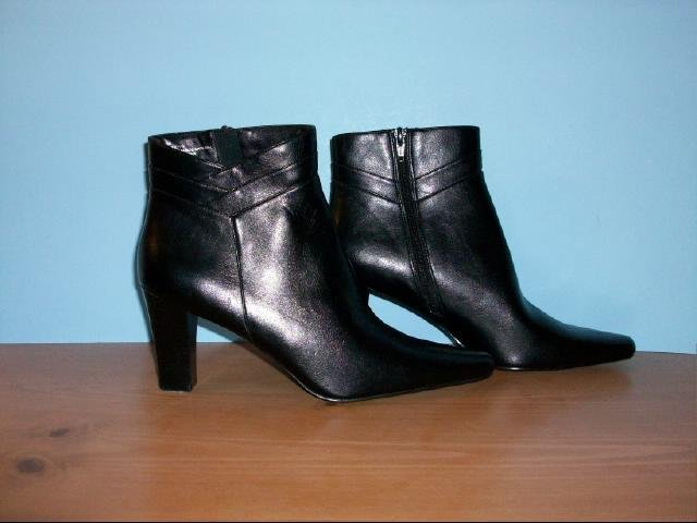Worthington Black Ankle Side Zip Boots - Size 9M