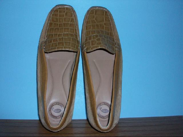 Nurture Beige/Tan Loafer Type Shoes - Size 8M