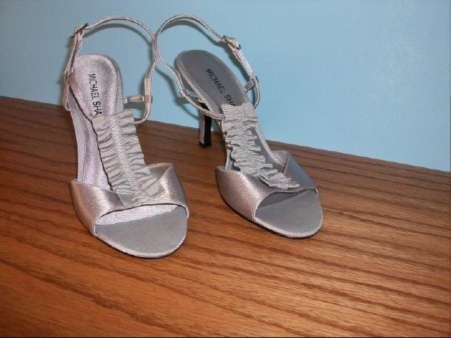 """Michael Shannon Silver """"Johanna"""" Model Heels - Size 7 1/2M"""