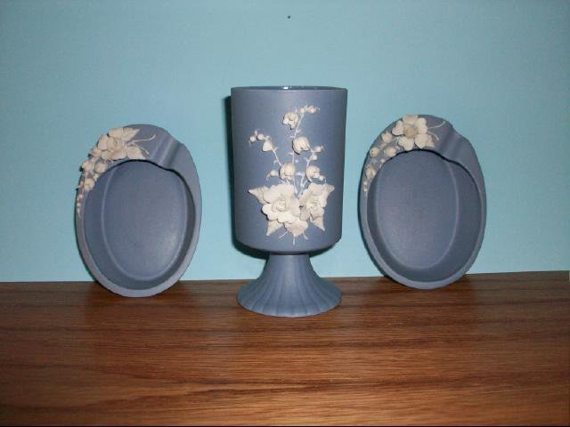 Collectible Lefton Blue Vase with Matching Ash Trays