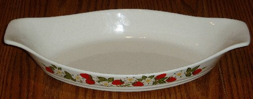 Sheffield Strawberries & Cream 12 Inch Oval Baking Dish