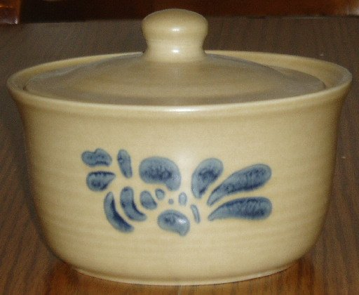 Pfaltzgraff Round Covered Casserole Dish Folk Art Pattern