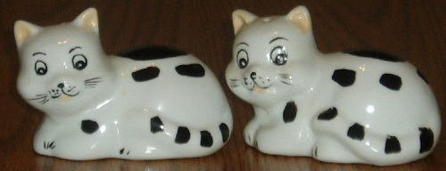 Porcelain Black and White Cat Salt/Pepper Shaker Set