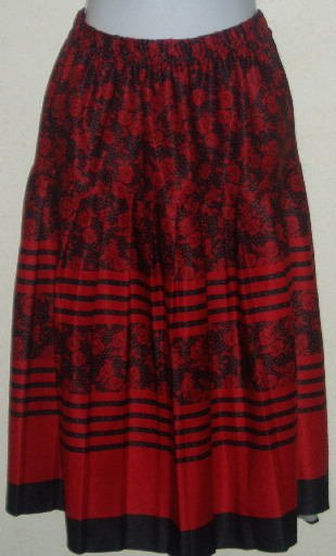 Red and Black Floral Pattern Skirt Size 18
