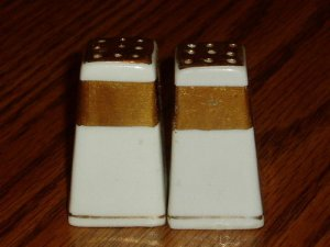 Vintage White and Gold Salt/Pepper Shaker Set Japan