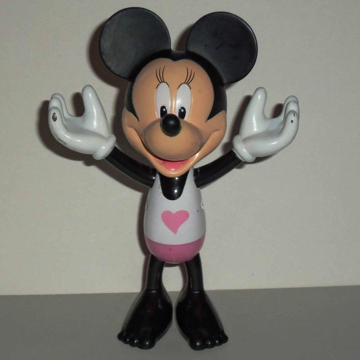 Fisher-Price Disney Minnie Mouse Figure from V4134 Minnie's Beach Bow-Tique Playset Loose Used