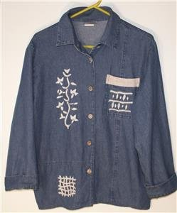 SAINT GERMAIN WOMEN/MISSES SIZE LARGE BLUE DENIM TOP WITH EMBROIDERED FLOWERS