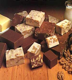 WHITE CHOCOLATE FUDGE WITH ORGANIC WALNUTS