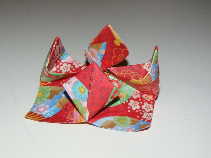 5 completed origami flowers