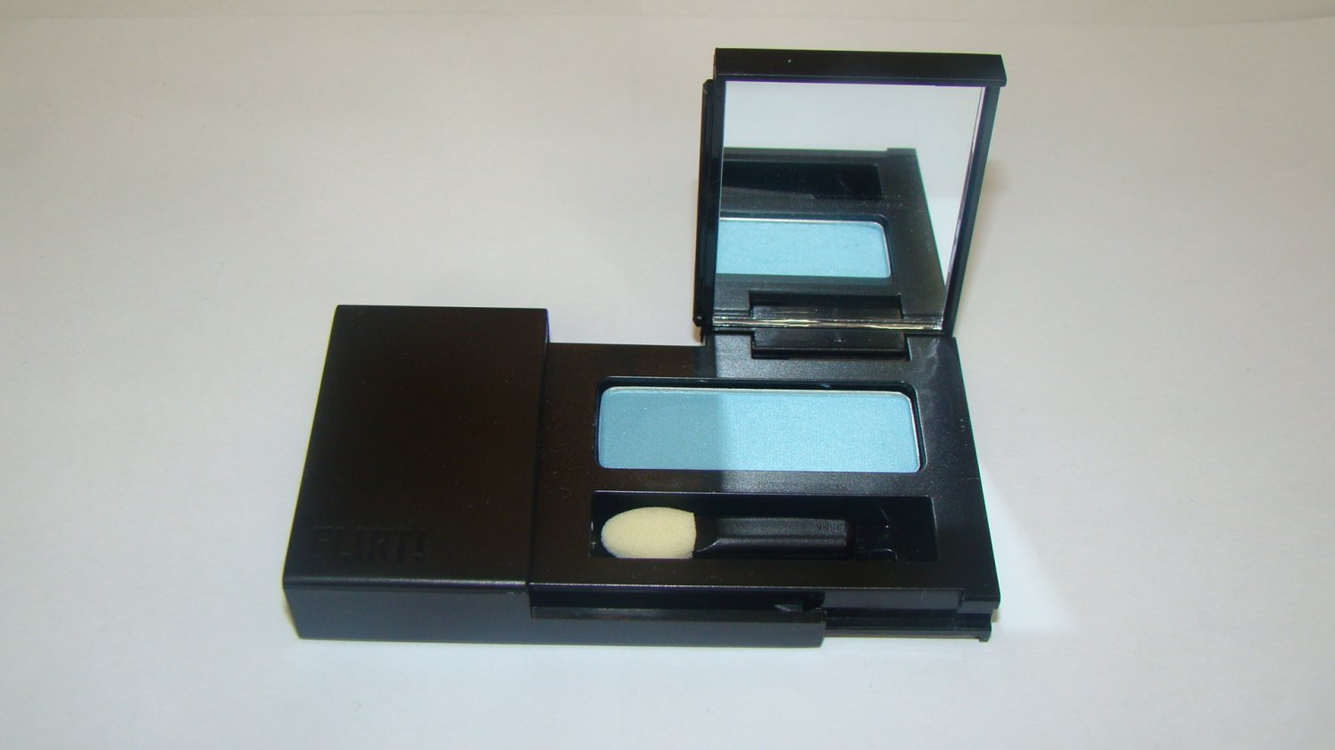 "Flirt! Dreamy Eyes Eyeshadow Compact ""Aquative"""