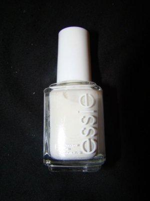 Essie nail lacquer Blanc
