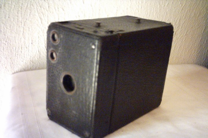 ANTIQUE BROWNIE No. 2 CAMERA MODEL B EASTMAN KODAK CO.