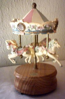 CAROUSEL MUSIC BOX 3 HORSES - CAROUSEL COLLECTION 4TH EDITION