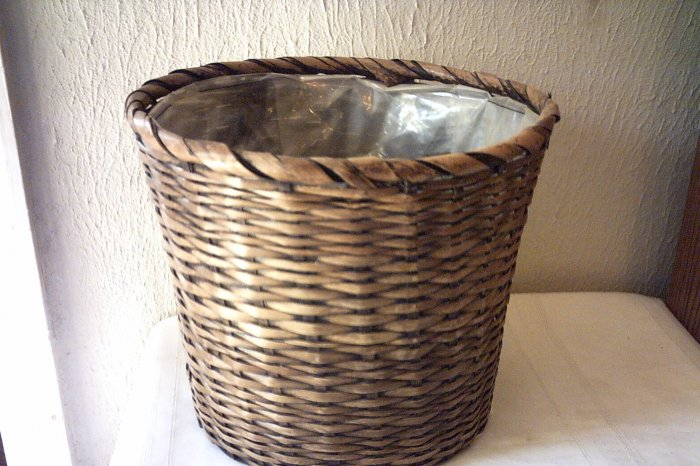 WICKER WASTE BASKET / FLOWER POT HOLDER  - PLASTIC LINER
