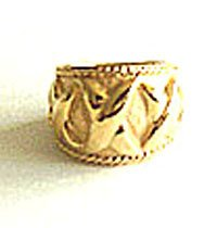 "Amazing 3/4"" Wide KISS Goldtone Ring 7"