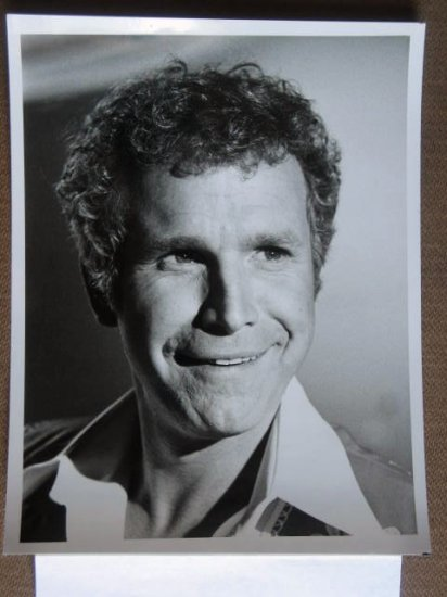 GD02 Mitzi Zings In Spring WAYNE ROGERS TV Press Still