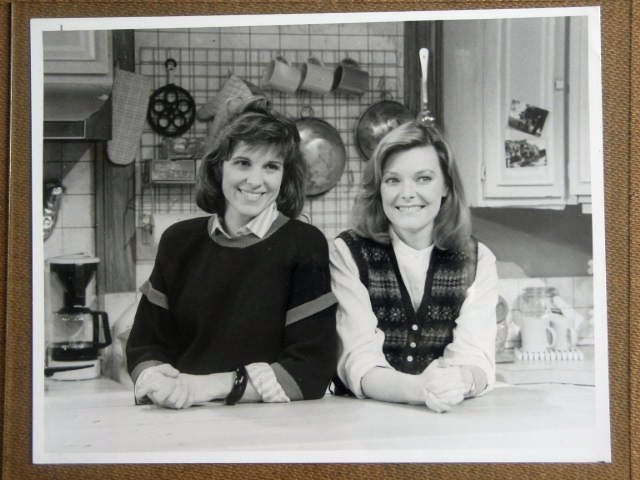 GE17 Kate & Allie JANE CURTIN/SUSAN ST. JAMES TV Still