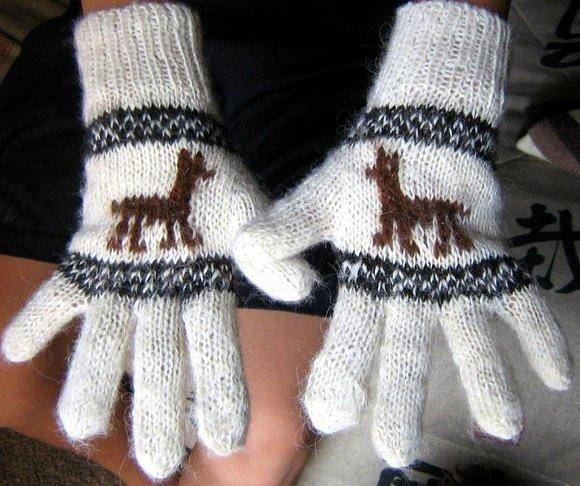 Woolen gloves, mittens made of alpacawool