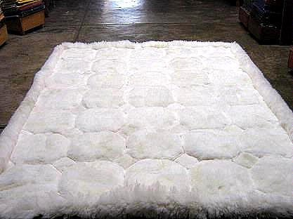 White alpaca fur rug with Octagon designs, from Peru, 80 x 60 cm