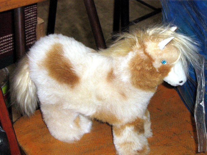Fur horse figure, handmade with original Alpaca fur