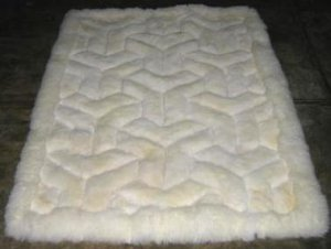 White alpaca fur rug with V-design, from Peru, 300 x 200 cm
