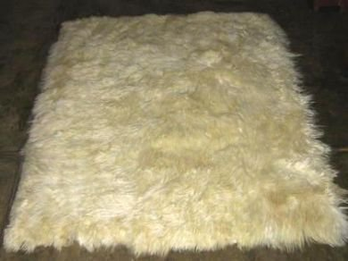 Soft white baby alpaca fur carpet from Peru, 80 x 60 cm