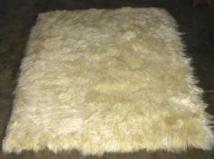Soft white baby alpaca fur carpet from Peru, 150 x 110 cm