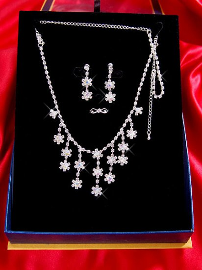 Necklace with matching earings X 036