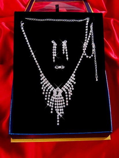 Necklace with matching earings X 032