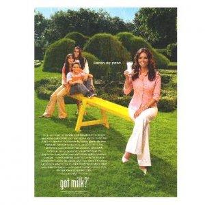 GISELLE BLONDET Y SUS HIJOS got milk? Milk Mustache Magazine Ad © 2005 SPANISH TEXT