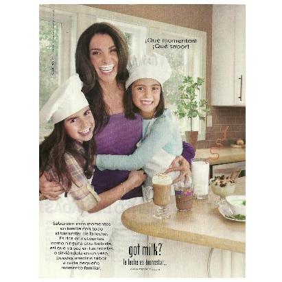 MAGGIE JIMINEZ CON SUS HIJAS NICOLE Y PAOLA got milk? Magazine Ad © 2010 SPANISH TEXT