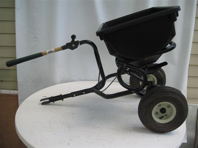 Broadcast Spreader Agri-Fab 45-0315 - 85-Pound Tow