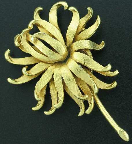 Boucher Style Gold Tone Vintage Flower Brooch Bro2141