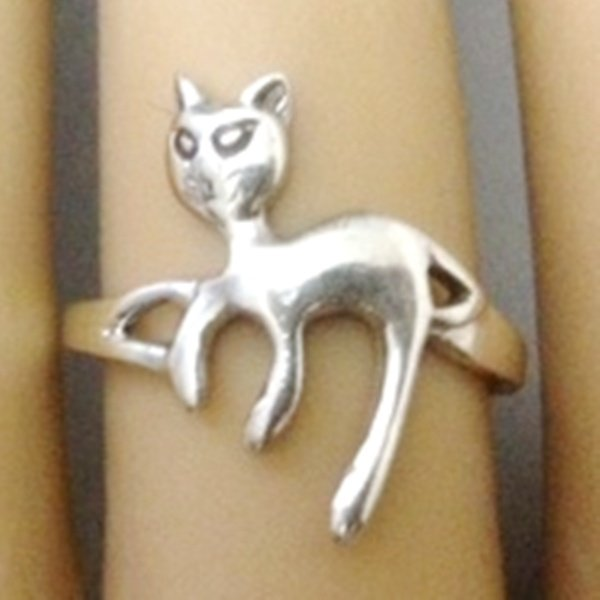 Lounging Kitty Cat Sterling Silver Ring (Size 8)