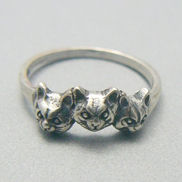 Three Kitty Cat Faces Sterling Silver Ring - (Size 8)