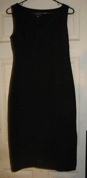 BCBG BLACK COCKTAIL DRESS PRE-OWNED SIZE 4 see pix inside