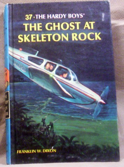 #37 The Hardy Boys, The Ghost at Skelton Rock by Franklin W. Dixon, 1966