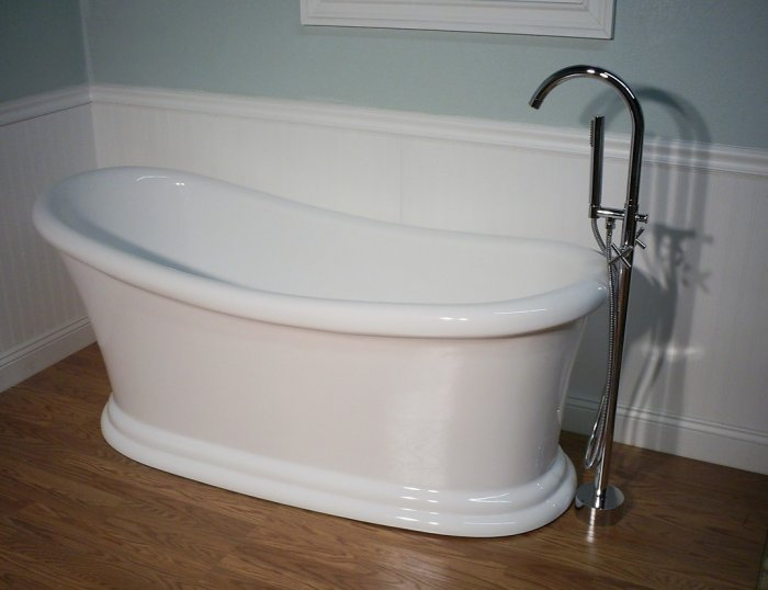Juno modern free standing bathtub faucet bathtubs large for Free standing soaking tub