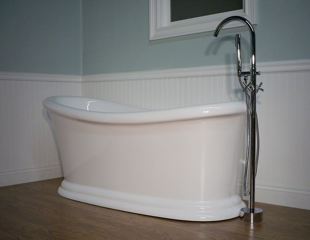 409 Pedestal Bathtub & Faucet