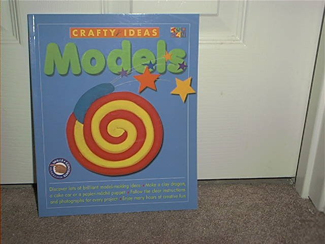 CRAFTY IDEAS MODELS ACTIVITY BOOK 2001 NEW