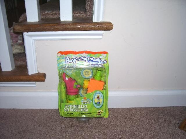 SPONGEBOB SQUAREPANTS * PATRICK * POP 'N SPRAY SPRINKLER NEW!