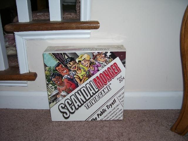 SCANDALMONGER *TRIVIA* FAMILY BOARD GAME NEW! 2002