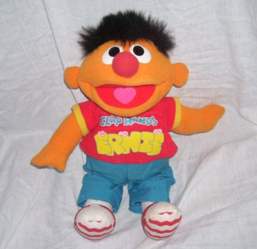 Sesame Street CLAP HANDS ERNIE Singing & Giggling Plush Doll 1998 Tyco