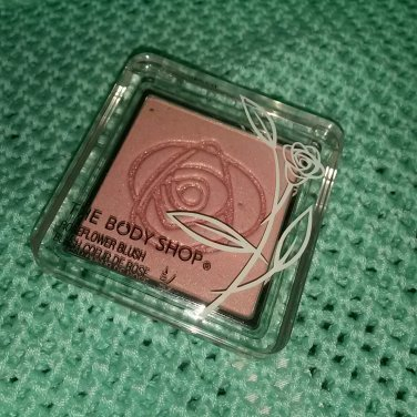 Body Shop Roseflower blush 01 Pink soft shimmer powder