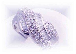 Old World romantic 18k diamond right hand ring. 85 diamonds