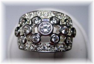 Very fancy cocktail right hand ring sz 9 PAVE AND BEZEL set cz