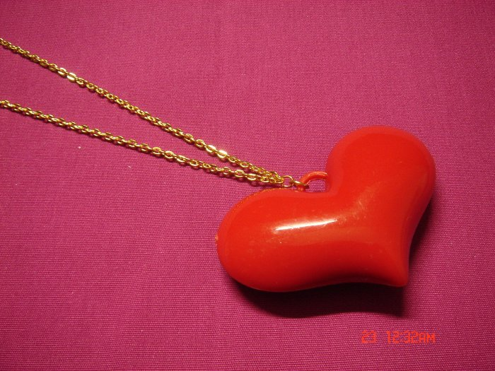 2009 NEW Puffy Acrylic RED Big Heart choose Gold or Silver Necklace