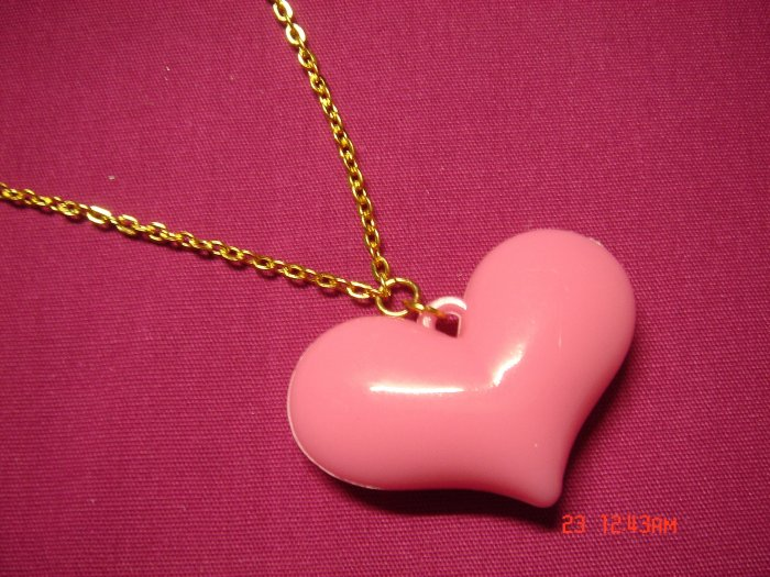 2009 NEW Puffy Cremey Pink Acrylic Heart choose Gold or Silver Necklace