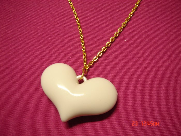2009 NEW Puffy Shiny White Acrylic Heart choose Gold or Silver Necklace